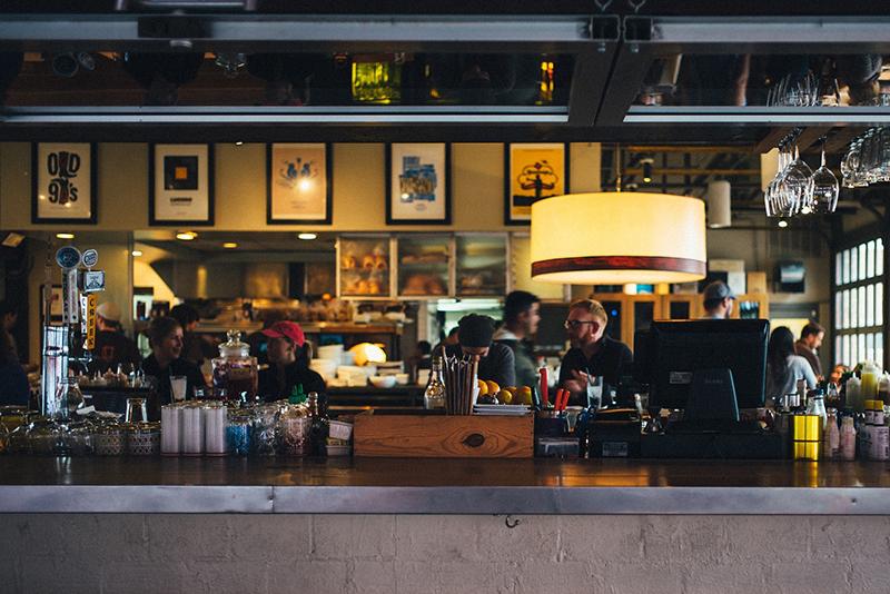 2 de cada 3 españoles ayudarían a su bar o restaurante de confianza - Makro - Just Retail