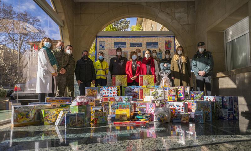 La Asociación Sonrisas entrega 6.000€ en juguetes donados por Puerto Venecia - Just Retail