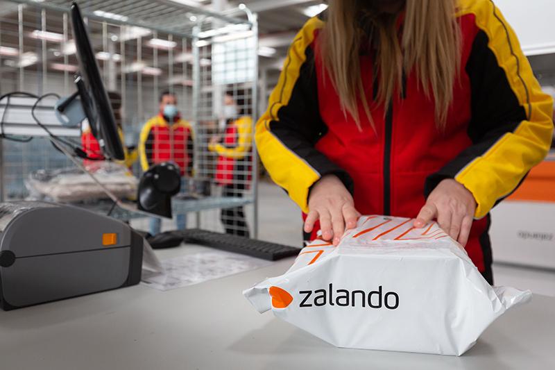 Centro logístico DHL Zalando paquete noticias retail
