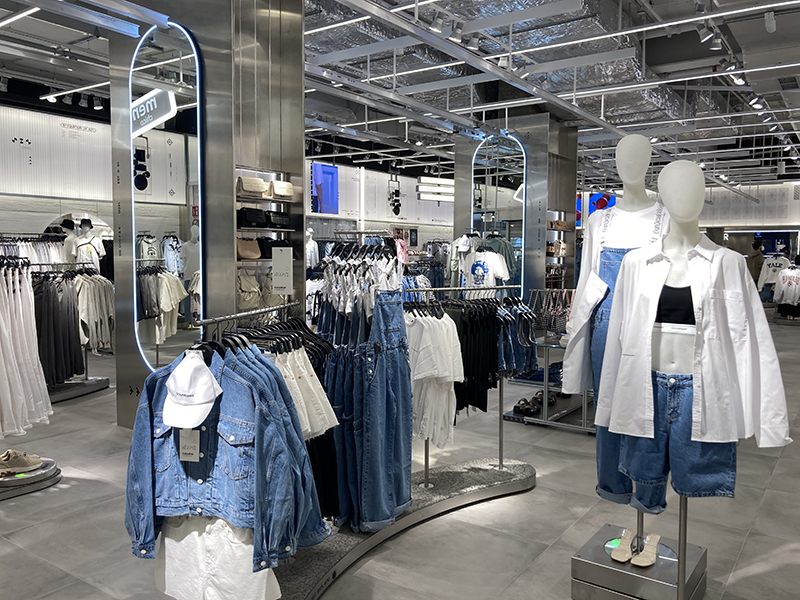 Pull&Bear El Ingenio reforma noticias retail