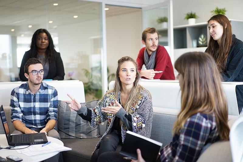 retail presenta grandes diferencias salariales puestos directivos noticias