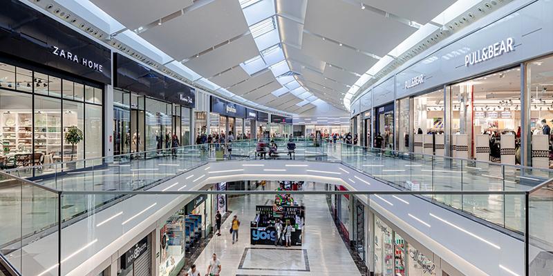 Savills compra Knight Frank departamento gestión centros comerciales noticias retail