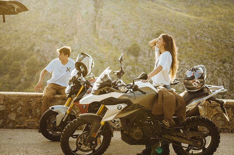 Blue Banana BMW Motorrad documental noticias retail