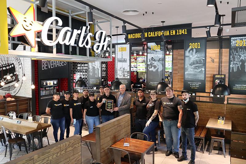 Carl's Jr Islazul premio internacional restauración noticias retail