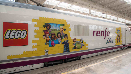 Lego Renfe experiencia customizada tren noticias retail