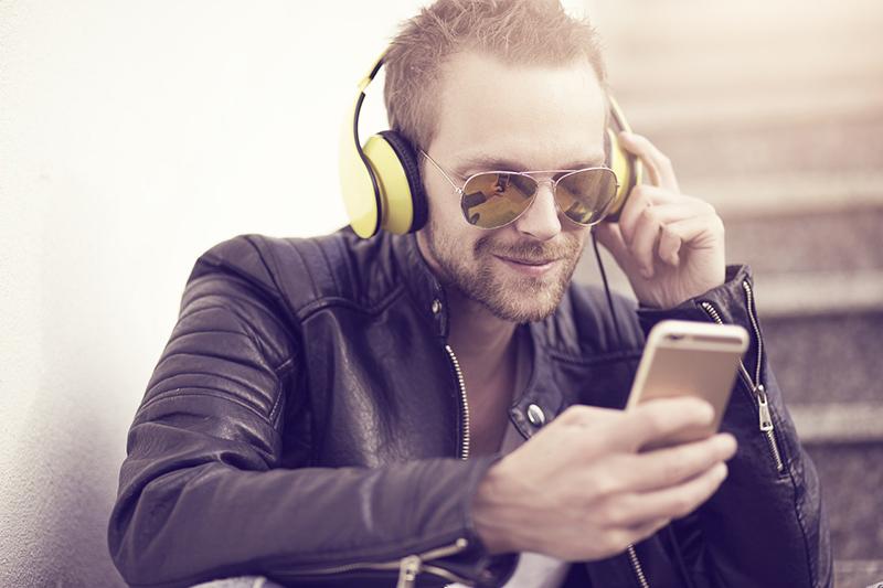 Alimentacion telefonía streaming inversion publicitaria podcasting noticias retail