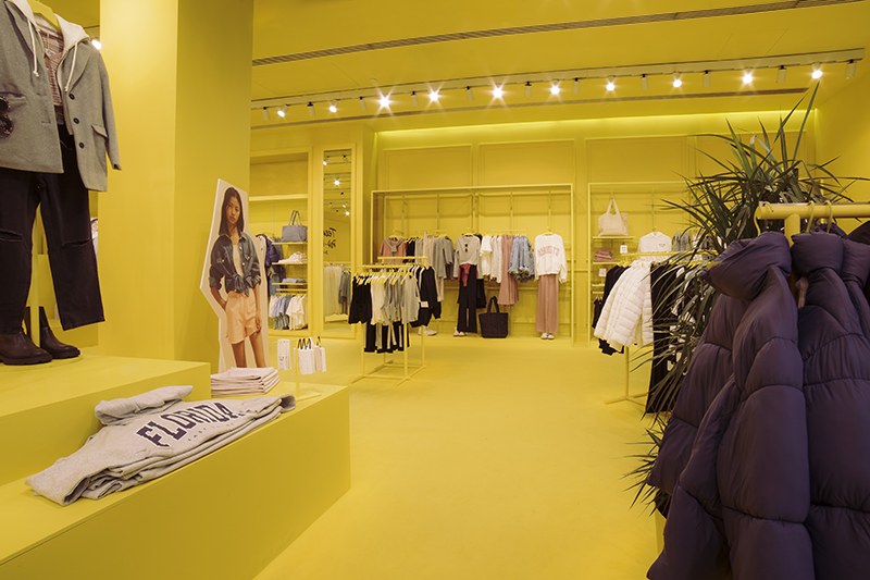 Mango tiendas pop-up línea teen apertura Marbella noticias retail