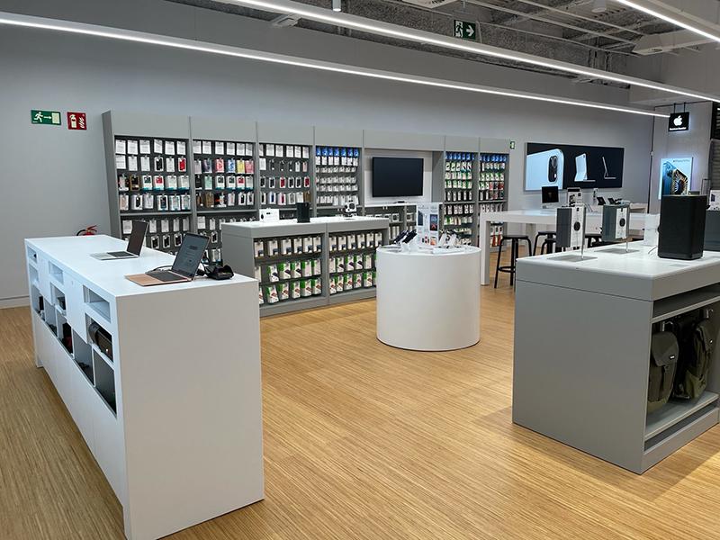 Max Center apertura K-tuin Apple tecnologia noticias retail