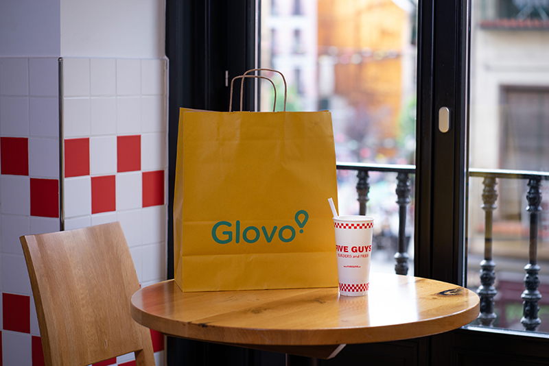 Five Guys Glovo colaborar Espana noticias retail